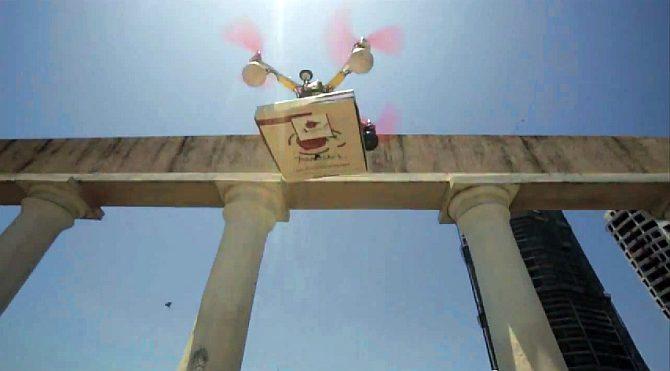 22pizza-drone4