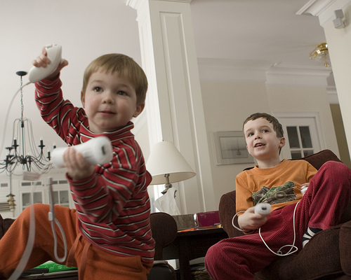kids-playing-wii